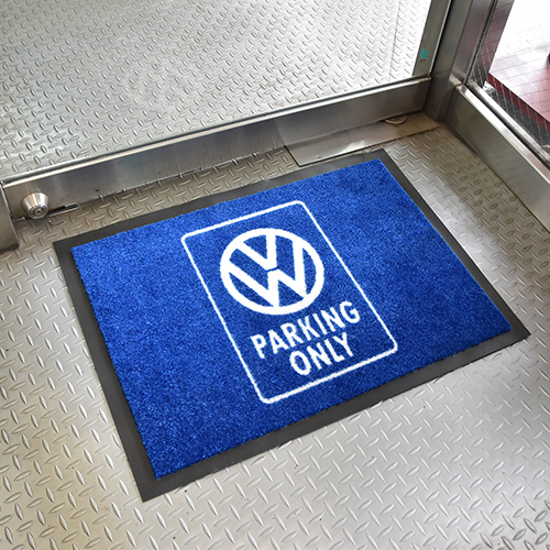 """VW PARKING ONLY"" ドアマット ブルー"